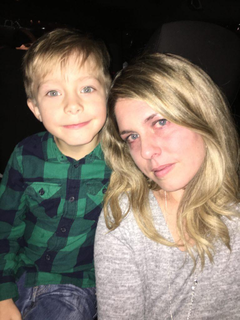 mom shamed for kids being loud in restaurant